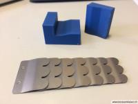 2-Schuppenteile-mit-Werkzeug-aus-dem-3d-Drucker-gebogen