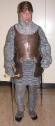 Ritter mit Kettenhemd, Brust- und Rückenpanzer