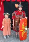 Mittelaltermädchen und Römer