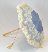 Schirm blau mit beigen Spitzen